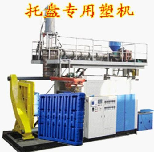 Trays blow molding machine